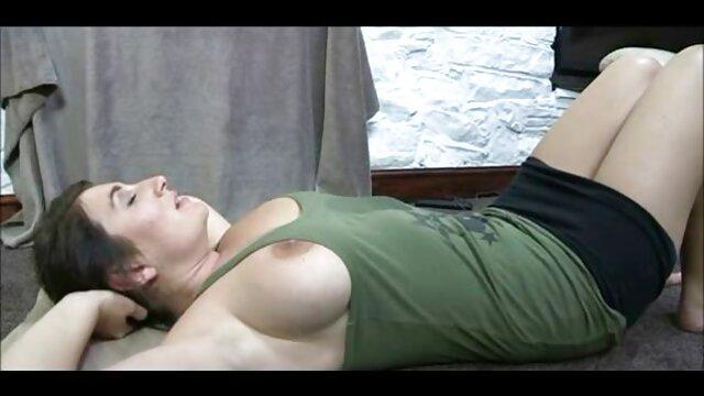 Sie behandelt kostenlose pornos online anschauen einen Mann, um den Sohn anzusehen