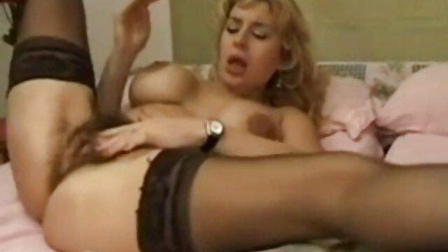 Eine im Zimmer, Rauchen, Muschi, deutsche pornofilme online reinigen Ihr Haar